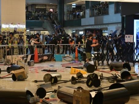 Hong Kong : tensions dans un centre commercial, échec de l'action à l'aéroport