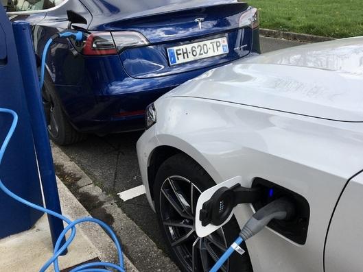 Voitures électriques - Ventes et réseaux de recharge, comment se place la France en Europe ?