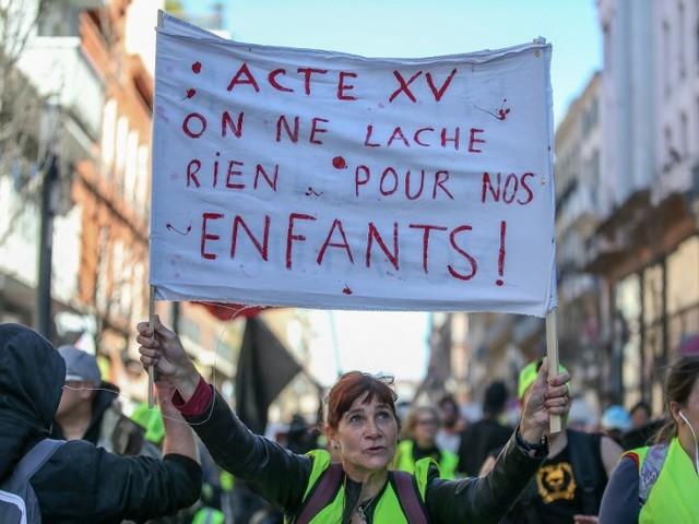 Pauvres de père en fils : ces deux études qui montrent que l'ascenseur social est totalement en panne en France