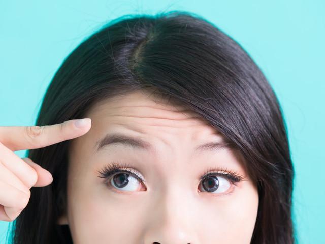 Elle emprunte la tondeuse de son mari pour structurer ses sourcils, une très mauvaise idée