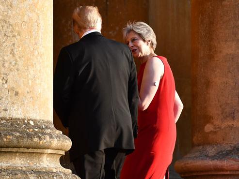 En visite au Royaume-Uni, Donald Trump torpille le projet de Brexit de Theresa May