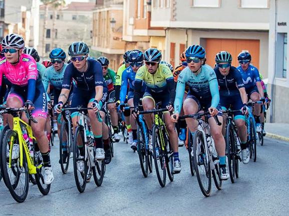 Stage puis Castellón pour la CMWC La Charente-Maritime Women Cycling repart en Espagne pour un stage puis la Vuelta Castellón by VCV. + Dubai : les équipes Le 1er Dubai Women's Tour débute lundi. Huit Teams UCI et la DN Femmes Auvergne-Rhône-Alpes sont aux E.A.U. - La 1ère édition du Dubai Women's Tour (2.2) débutera lundi et se disputera sur quatre jours ...- (Franck FRUCH - Patrice FOUQUES) - Le