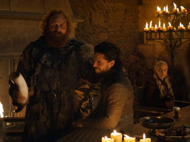 Game of Thrones : Emilia Clarke révèle à qui appartenait le fameux gobelet de café