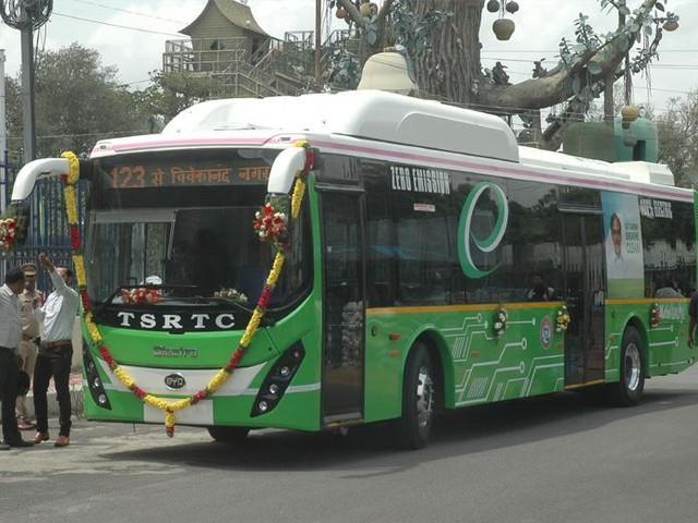 Bus électriques : 1,2 milliard de litres d'essence économisés en Inde
