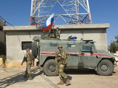 Syrie: les Kurdes quittent leurs positions, les Russes patrouillent
