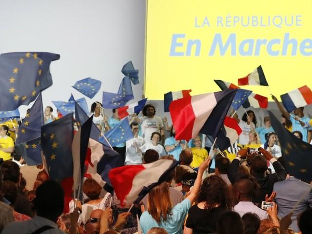 Premiers trébuchements au sein de la République en marche