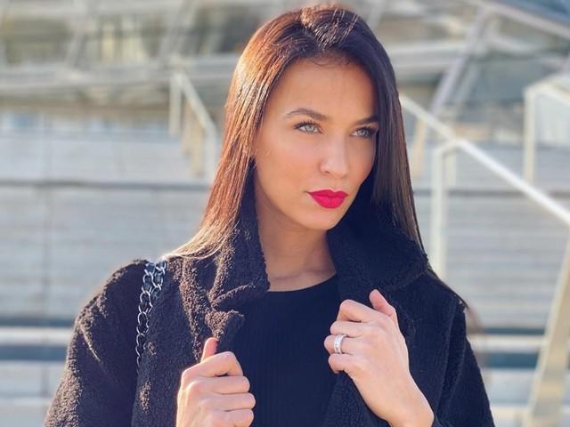 Julie Ricci : Enceinte de son deuxième enfant ? Ces indices qui sèment le doute !