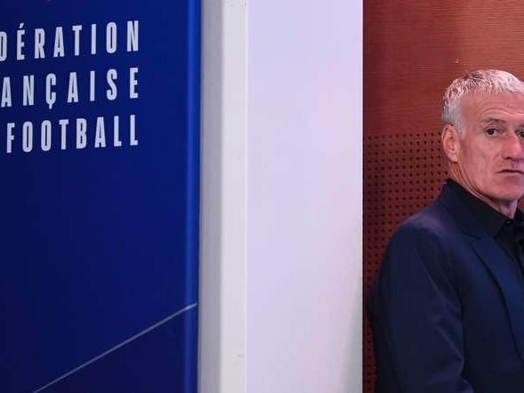 Football: les cent coups du sélectionneur Deschamps