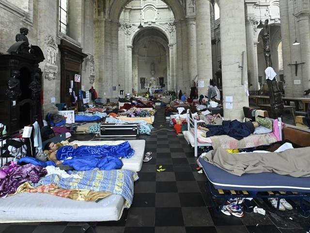 Grève de la faim de sans-papiers suspendue: les partis de la Vivaldi soulagés