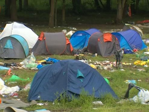 De nombreux festivaliers abandonnent le matériel de camping à la fin du festival: voici comment il est réutilisé pour aider les plus démunis