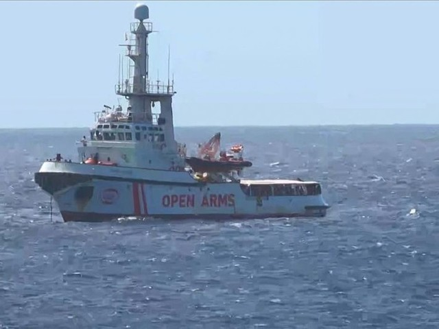 Italie: à contrecœur, Salvini autorise le débarquement de 27 mineurs à Lampedusa