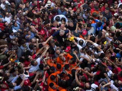 Lula dans la foule ou la fabrique d'une icône