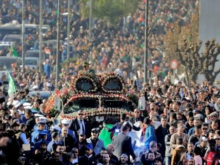 Algérie: funérailles de chef d'Etat pour le général Ahmed Gaïd Salah