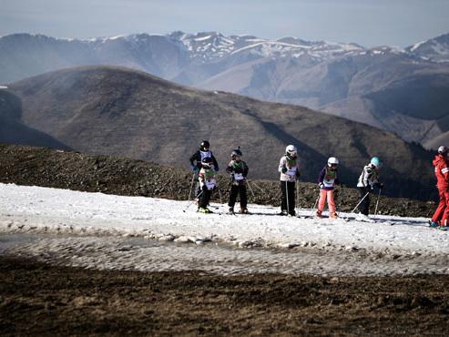 La neige ABSENTE des pistes de ski dans les Pyrénées : quel avenir pour les stations ? (vidéo)