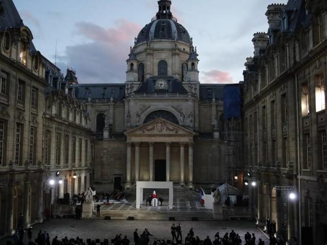 VIDEO - Suivez en direct l'hommage national à Samuel Paty, dans la cour de la Sorbonne