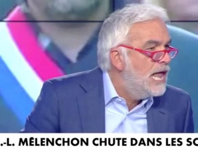 """""""Votre attitude est minable"""" : Pascal Praud hurle contre ses chroniqueuses"""
