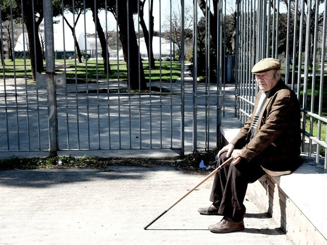 Un centenaire guérit du coronavirus en Italie