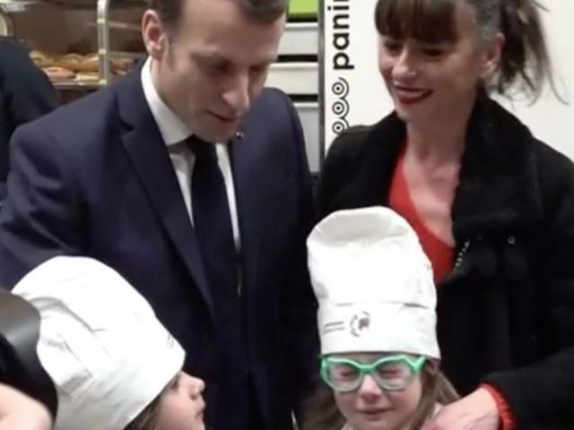 Emmanuel Macron : sa réaction face à des fillettes en pleurs au Salon de l'Agriculture