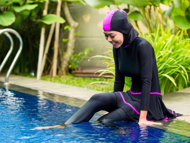 Elle se baigne en burkini, le propriétaire lui fait payer le nettoyage de la piscine