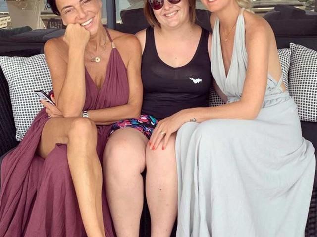 Laeticia Hallyday : pour oublier le procès, elle s'amuse entre amies à Saint Barth