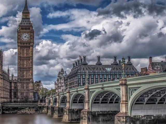 Les versements aux actionnaires grimpent 6 fois plus vite que les salaires, au Royaume-Uni