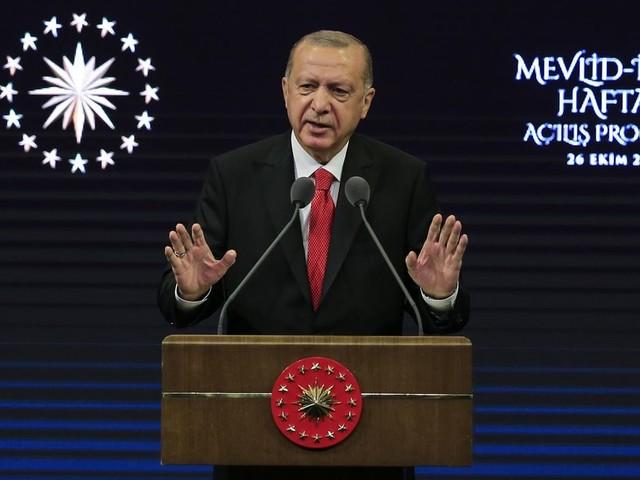 """Erdogan appelle l'Europe à stopper Macron et sa """"campagne de haine"""" contre les musulmans"""