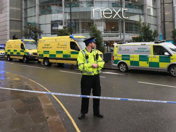 Royaume-Uni : quatre blessés dans une attaque au couteau à Manchester, la police antiterroriste saisie
