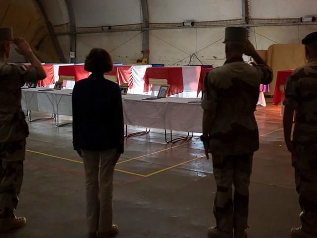 """Soldats morts au Mali: les caricatures """"outrageantes"""" de Charlie Hebdo selon l'Armée"""