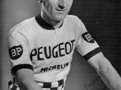 Classement du premier Pas Dunlop 1968 remporté par Bernard BOURREAU (Cycle Amical Civraisien - Poitou) devant Alain GERMAIN (V.C. Caladois) dans le même temps et Gérad COMBY (V.C. Maconnais - Bourgogne) - André CHAMPION (U.S. Riomoise) termine 7 ème - Jean-Claude GIRAUDON (Bourges A.C. - Orléanais) termine 10 ème - Roland HIRET (U.C.Montferrandaise gêné par un photographe termine 26 ème -