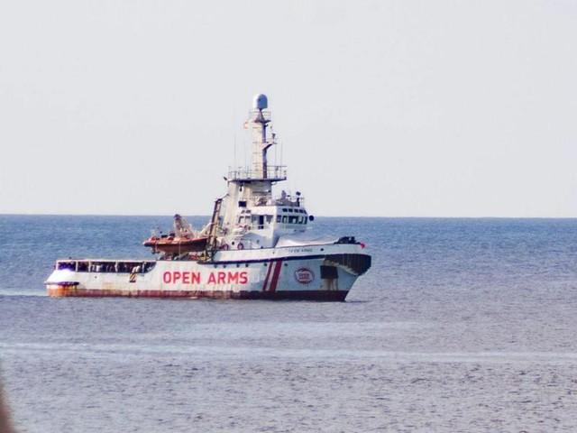 Madrid envoie un navire militaire récupérer les migrants secourus par l'Open Arms