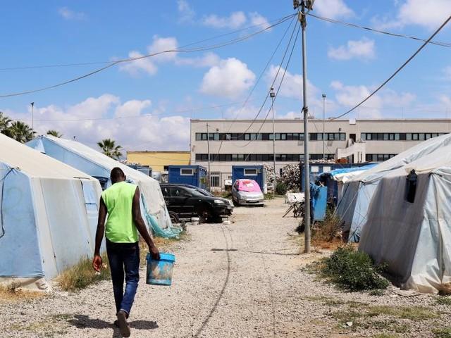 Italie: des centaines de migrants évacués d'un bidonville en Calabre