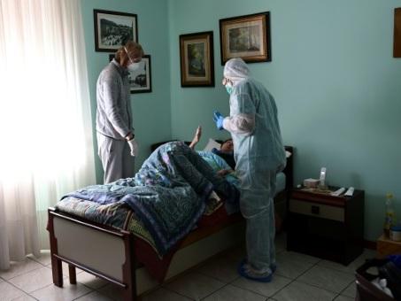 Le combat contre le virus de soeur Angel, religieuse-médecin
