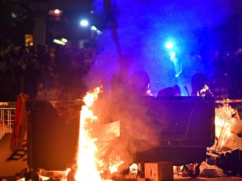 CHAOS à Hong Kong: les autorités interdisent le port du masque, de nouvelles violences éclatent