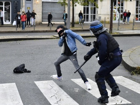 """""""Gilets jaunes"""": des lycées toujours bloqués, surtout à Marseille"""