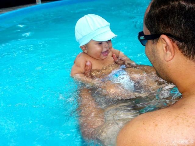 6 étapes pour apprendre l'eau à un jeune enfant