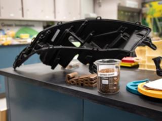 L'enveloppe des grains de café transformée en pièces automobiles