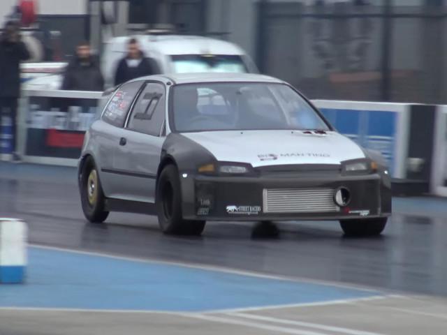Une Honda Civic de 700 ch humilie une Nissan GT-R
