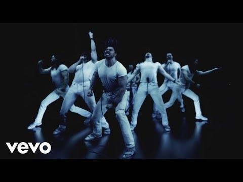 Music is Worth Living for, c'est le nom de la nouvelle chanson, et du nouveau clip, d'Andrew W.K. et qui...
