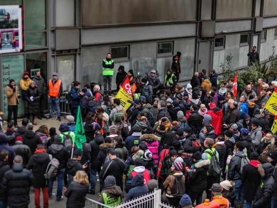 Brève - Vive la grève de tous!