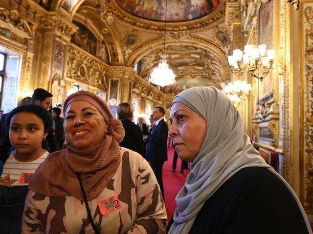 Le Sénat vote l'interdiction des signes religieux pour les parents accompagnateurs en sortie scolaire.