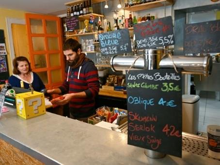 En Bretagne, des cafés associatifs font battre le coeur des villages