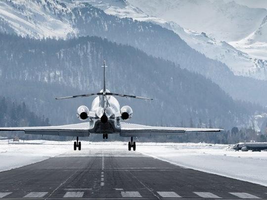 Forum économique de Davos: jets privés à gogo, et voiture électrique pour la bonne conscience