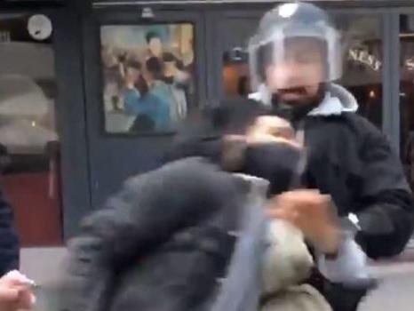 Un collaborateur de Macron a frappé un manifestant