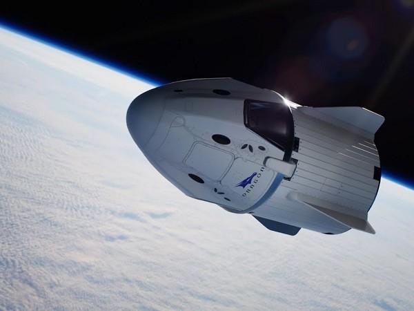 SpaceX : le premier vol habité aura lieu au printemps, a annoncé Elon Musk