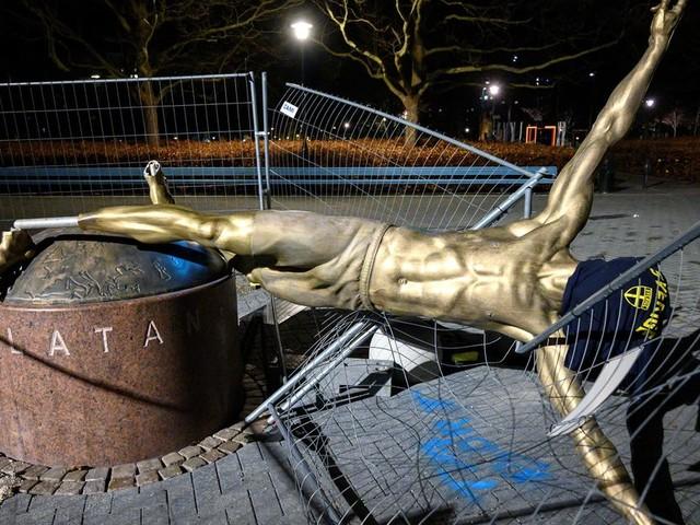 Zlatan Ibrahimovic voit sa statue en Suède déboulonnée