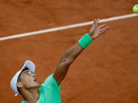 Roland-Garros: Hoang passe à l'attaque sur le tard