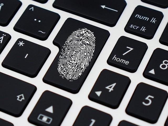 Les données personnelles des cadors de la cyberdéfense française ont fuité sur la Toile