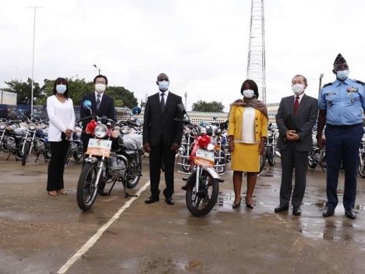 Le PNUD et le Japon renforcent la mobilité de la police ivoirienne pour lutter contre la Covid-19
