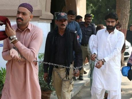 """Pakistan: perpétuité pour le frère d'une starlette assassinée pour l'""""honneur"""""""