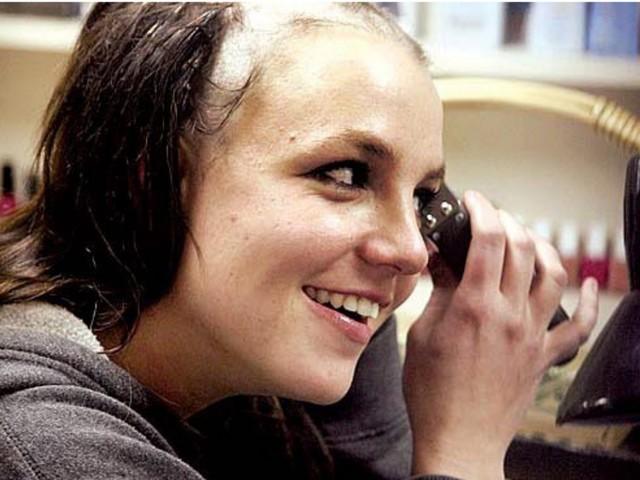 Britney Spears: Pourquoi s'est-elle rasé le crâne en 2007?